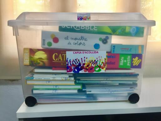 Caja de bienvenida en los centros escolares de Baleares.