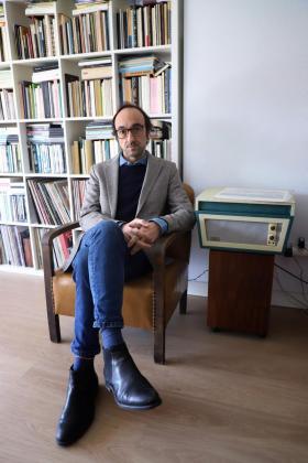 El escritor Agustín Fernández Mallo, en su casa de Palma.