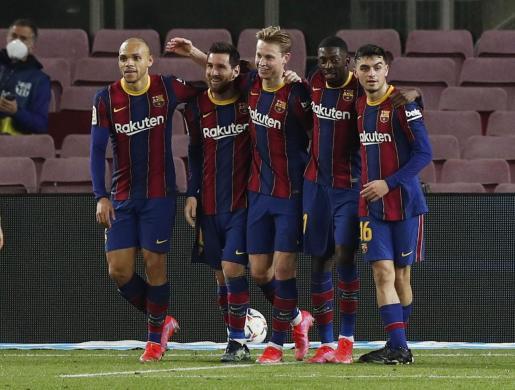 Los jugadores del Barça festejan un gol de Messi ante el Elche.