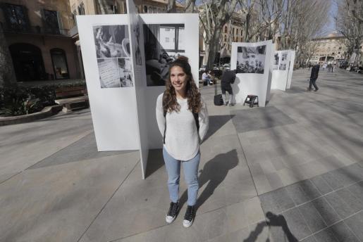 La fotógrafa Ana Belén Fuster es la autora de la exposición 'El cas de Clara: el repte de viure amb la síndrome de Coffin Siris'.