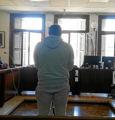El acusado, en una sala de Vía Alemania.