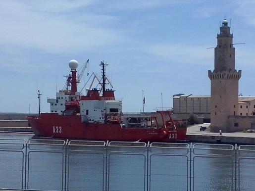 El buque oceanográfico de la armada Hespérides en Palma.