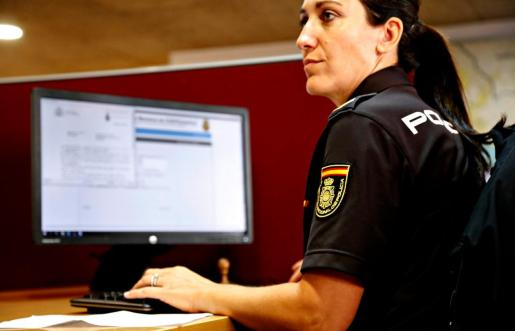 Agentes de la Policía Nacional han rastreado los perfiles y detenido al agresor sexual.