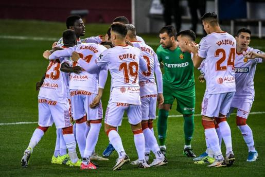 Imagen de los jugadores del Real Mallorca en Las Gaunas.