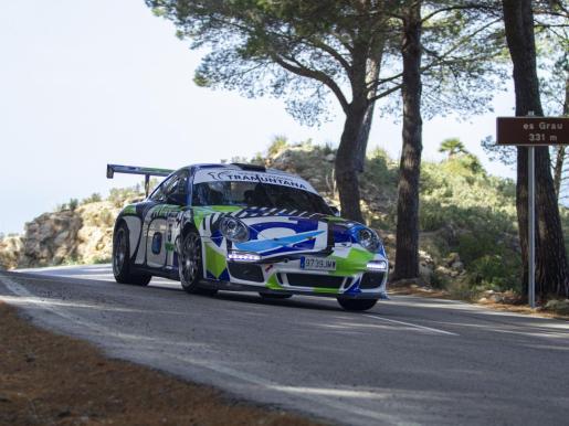 Imagen de David García y Guillermo Cuart (Porsche 911 GT), en acción durante el Rally Sol de Ponent.