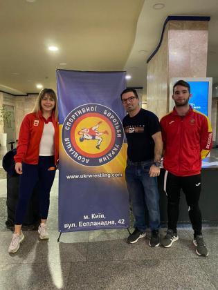 Graciela Sánchez, Vicente Lillo y Andy Juan, en Kiev.