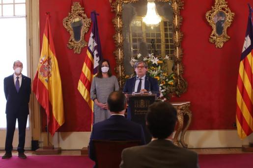 Vicenç Thomás, durante el discurso que ha ofrecido en el Parlament con motivo del Dia de les Illes Balears.