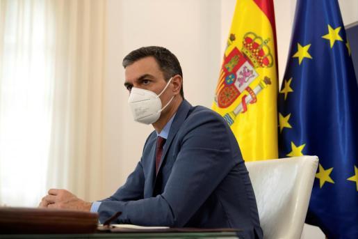 El presidente del Gobierno, Pedro Sánchez, participando la pasada semana desde Madrid en la reunión extraordinaria del Consejo Europeo.