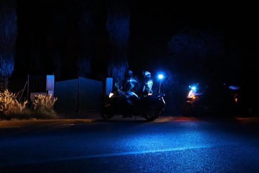 La Policía, durante el operativo en Sant Jordi.