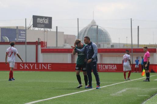 Jordi Roger, entrenador del Atlético Baleares, en una imagen captada durante el partido disputado ante el Sanse.