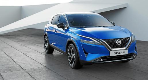 El frontal del nuevo Qashqai luce una parrilla Nissan V-Motion ampliada, acabada en cromo con una franja secundaria de cromo sanitado.