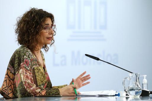 La portavoz del Gobierno y ministra de Hacienda, María Jesús Montero antes de la rueda de prensa tras el Consejo de Ministros celebrado en el Palacio de la Moncloa este martes.
