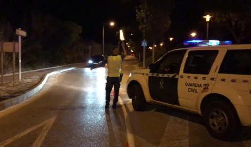 En la madrugada del sábado, agentes del instituto armado fueron requeridos en dos fiestas que se estaban celebrando en Palmanova y en Santanyí.
