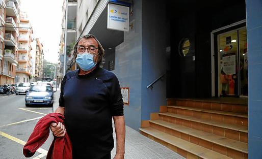 Ramón, de 66 años, a la salida del PAC.