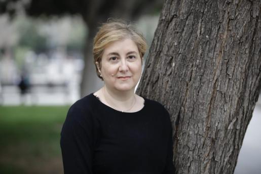 La escritora Neus Canyelles, posando para esta entrevista.