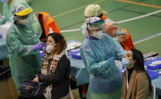 Europa pretende sancionar a algunos países por exigir la prueba PCR negativa para permitir el paso a los viajeros.