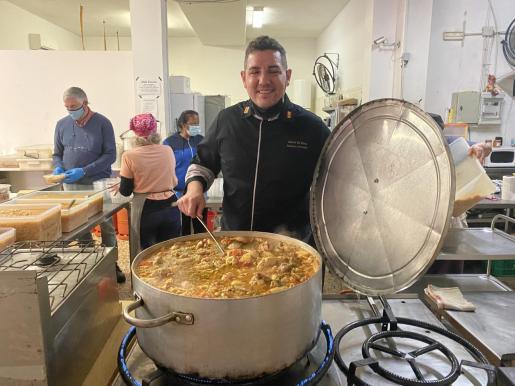 David Carmona colabora con los comedores sociales Tardeo y Zaqueo.