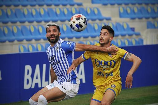 Un momento del partido que disputaron este miércoles el Atlètic Baleares y el Navalcarnero.