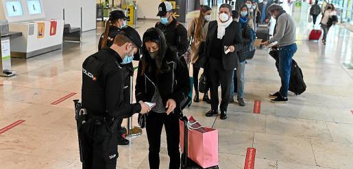 El transporte turístico discrecional registra en un año la caída de un 93 % de su facturación por la pandemia.