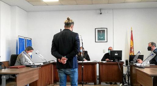 El acusado, este miércoles, en una sala de lo Penal de los juzgados de Vía Alemania.