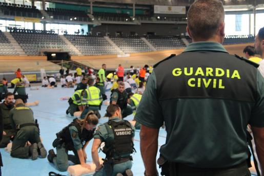 Prácticas RCP de la Guardia Civil.