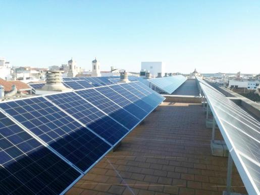 Las propuestas de Sampol apuestan por la producción de hidrógeno limpio, fotovoltaica, biomasa, baterías de almacenamiento, biogás, sistemas de alta eficiencia energética, centrales híbridas que gestionan la generación y el almacenamiento de energía.