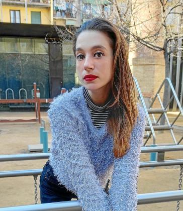 La diseñadora, ilustradora y autora de cómic Bàrbara Alca posa en Barcelona para este periódico.