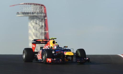 El piloto aleman sebastian Vettel conduce su monoplaza durante la sesión de clasificación del Gran Premio de Estados Unidos.