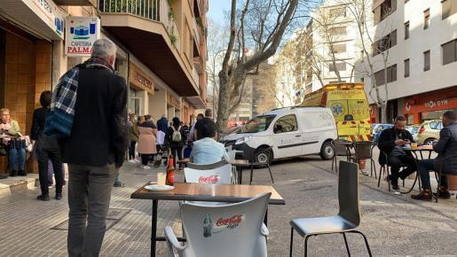 Los hechos han ocurrido pasadas las once y media de la mañana y los peatones y testigos han dado aviso a los equipos de emergencia.