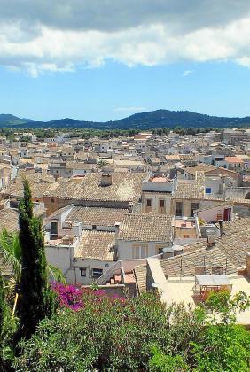 Remodelación en Artà. El Ajuntament presentó el proyecto de remodelación del casco antiguo para la renovación de redes de agua potable, alcantarillado y redes de pluviales. El presupuesto es de 1,1 millones y el Consistorio aportará 844.000 euros.