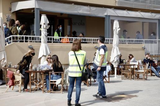 Entre las zonas de más riesgo se encuentran las terrazas de los bares y restaurantes.