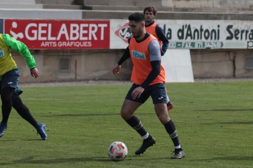 El jugador del Poblense Pep Vidal durante un entrenamiento.