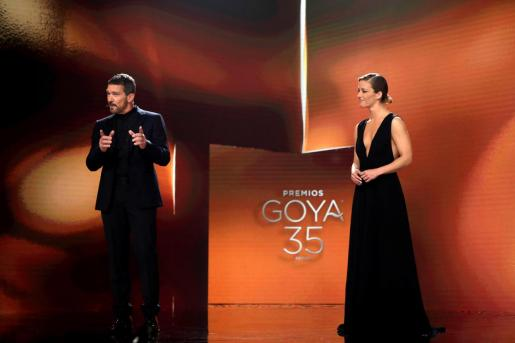 El actor Antonio Banderas y la periodista María Casado presentaron la gala de la 35 edición de los Premios Goya.