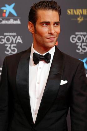 El modelo y actor Jon Kotajarena, a su llegada a la gala de la 35 edición de los Premios Goya.