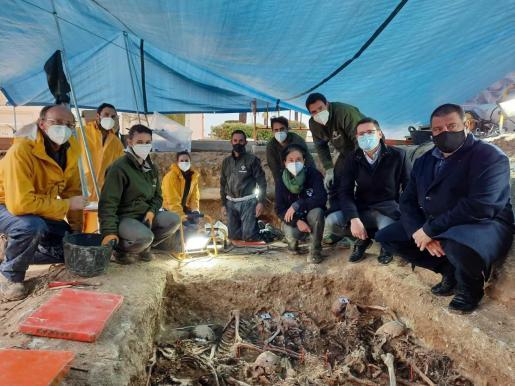 El equipo de Aranzadi durante las excavaciones.