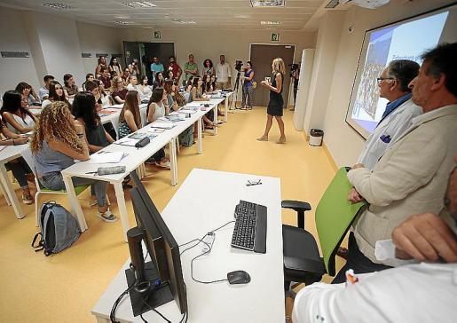 Facultad de Medicina. Imagen de la puesta en marcha de estos estudios universitarios en Balears. La gran mayoría de los estudiantes son mujeres.