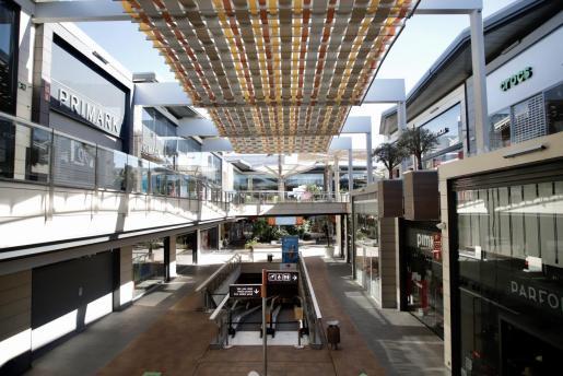 Los centros comerciales cierran actualmente el fin de semana.