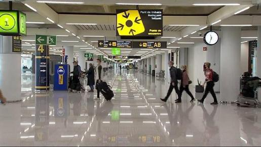 El Gobierno mantiene las restricciones en los vuelos de determinados países debido a la pandmia.