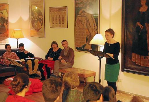 La soprano Johanna Greulich actúo anteayer en una casa del casco antiguo de Ciutat.