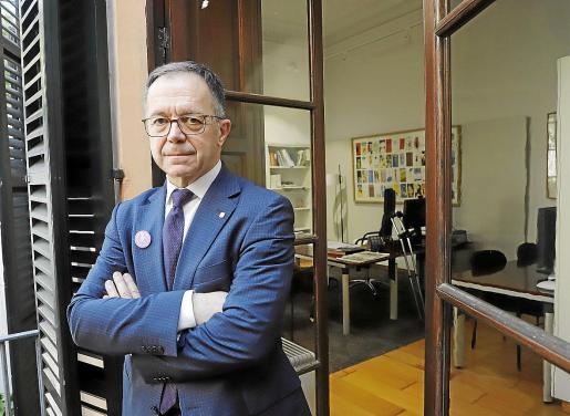 Josep Marí, en su despacho en la sede de la Conselleria d'Habitatge i Mobilitat.