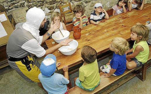 Imagen de una de las actividades que se llevaban a cabo en la granja–escuela Es Burotell.