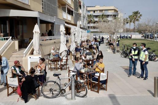 Las terrazas de bares y restaurantes estarán abiertas durante la Semana Santa.