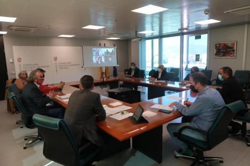 Un momento de la reunión del Patronato de la ESADIB, este jueves por la mañana.