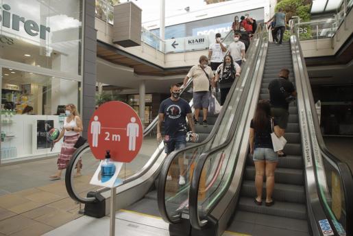 Los centros comerciales podrán abrir el Jueves Santo.