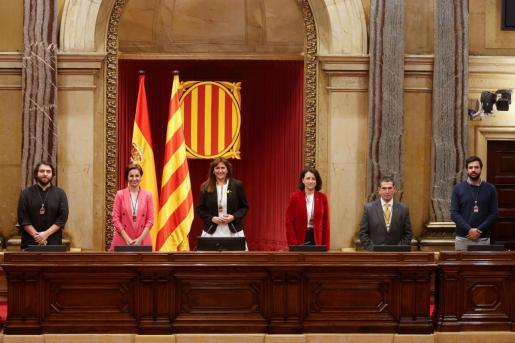 Pese a que la votación es secreta y en urna, de los resultados se desprende que, en principio, Borràs ha recibido los votos de ERC y Junts, que suman 64 diputados.
