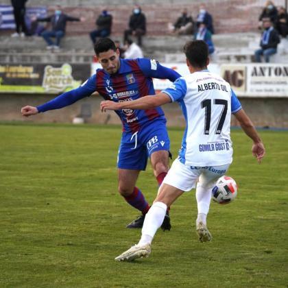 Lance del partido entre el Poblense y el Atlético Baleares disputado este domingo en el Municipal de sa Pobla.