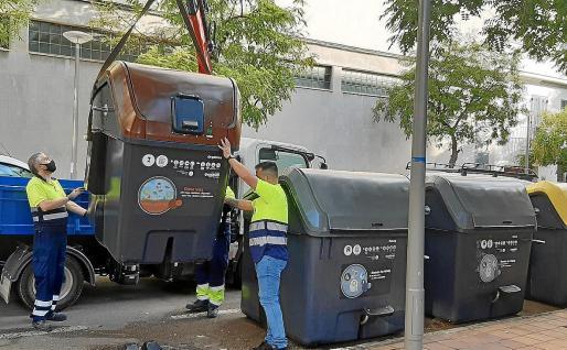 La recogida de residuos ha sufrido un desplome debido a la caída del consumo en Palma.