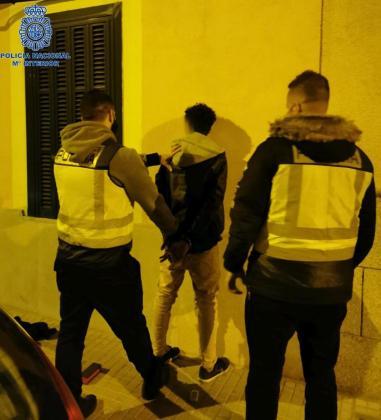 La Policía Nacional ha detenido a un hombre de 22 años.