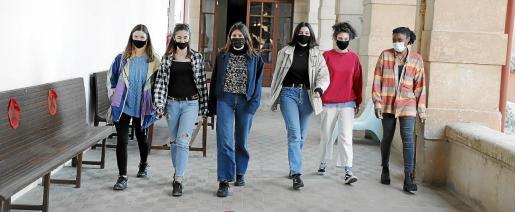 De izquierda a derecha, Laima, Elitsa, Rula, Iris, Marta y Satifatou.