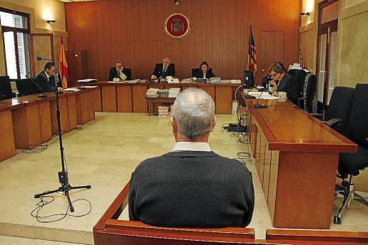 El acusado, ayer durante el juicio celebrado en la Audiencia Provincial.